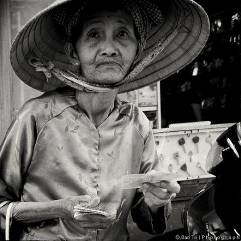Câu chuyện cụ già bán vé số và gã giang hồ: Đừng nhìn vẻ bề ngoài để đánh giá một con người !