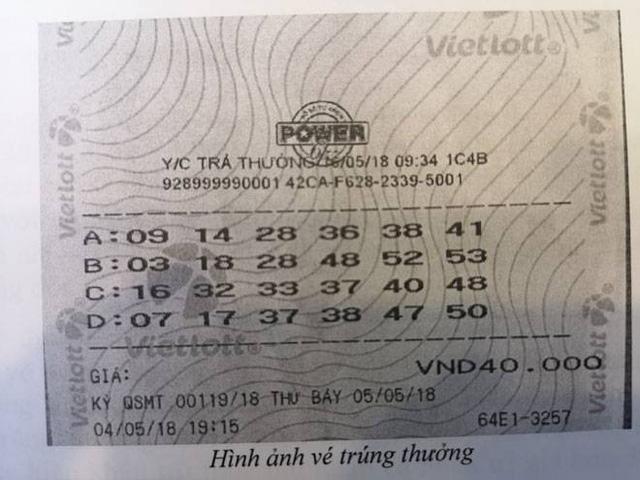 Chủ nhân tấm vé Vietlott hơn 300 tỉ đồng đã đeo mặt nạ đến nhận thưởng - Ảnh 2.